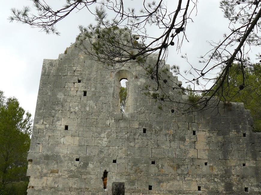 Les Alpilles Les restes de la chapelle St Pei(y)re 12