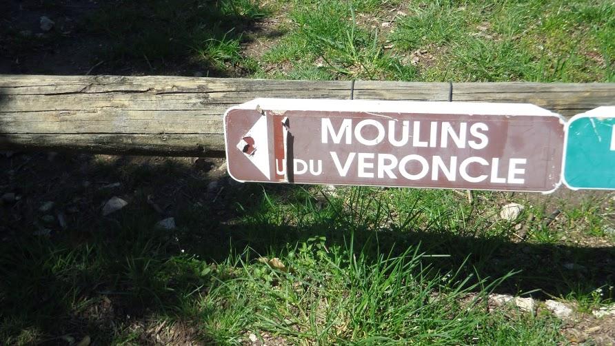 Gordes -1 Les moulins de la Veroncle ( sortie du 17 Avril  12,5 km déniv 450m)