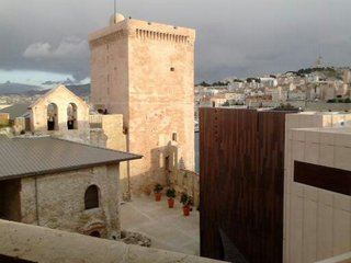 La tour du Roi René et la chapelle