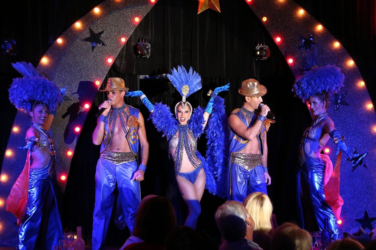 La troupe de la Figonette  dans son cabaret à Aix en Pce