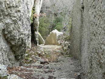 Luberon:) Pas du Renard-Sivergues-Fort de Buoux  8