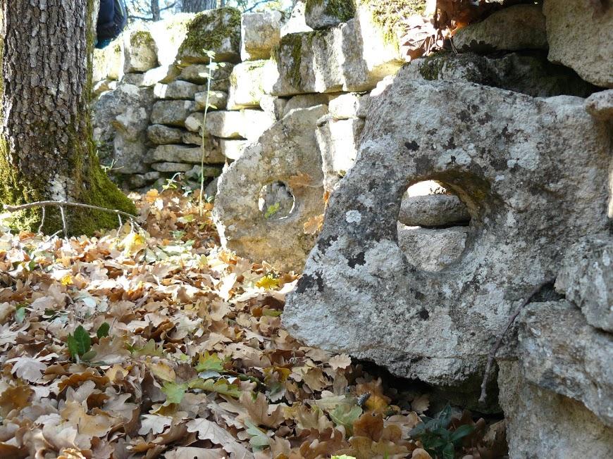 Luberon: Saint Pantaleon Anneau pour accrocher les anes