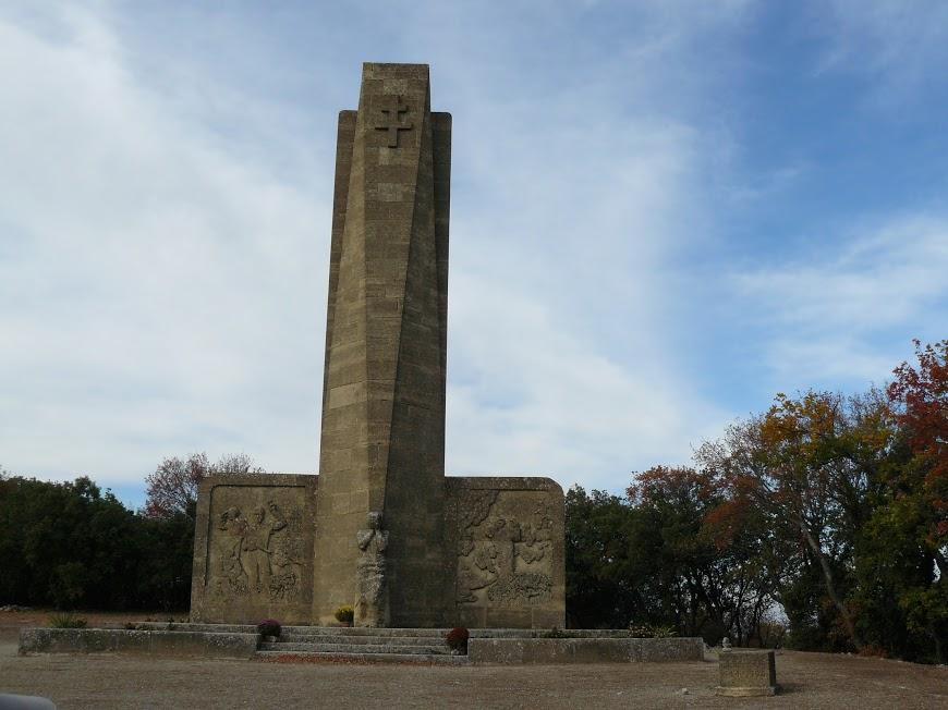 La chaine des Côtes - St Anne de Goiron:Le monument aux morts