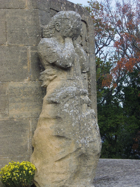 La chaine des Côtes la Roque d'anthéron - St Anne de Goiron :Stèle  souvenir