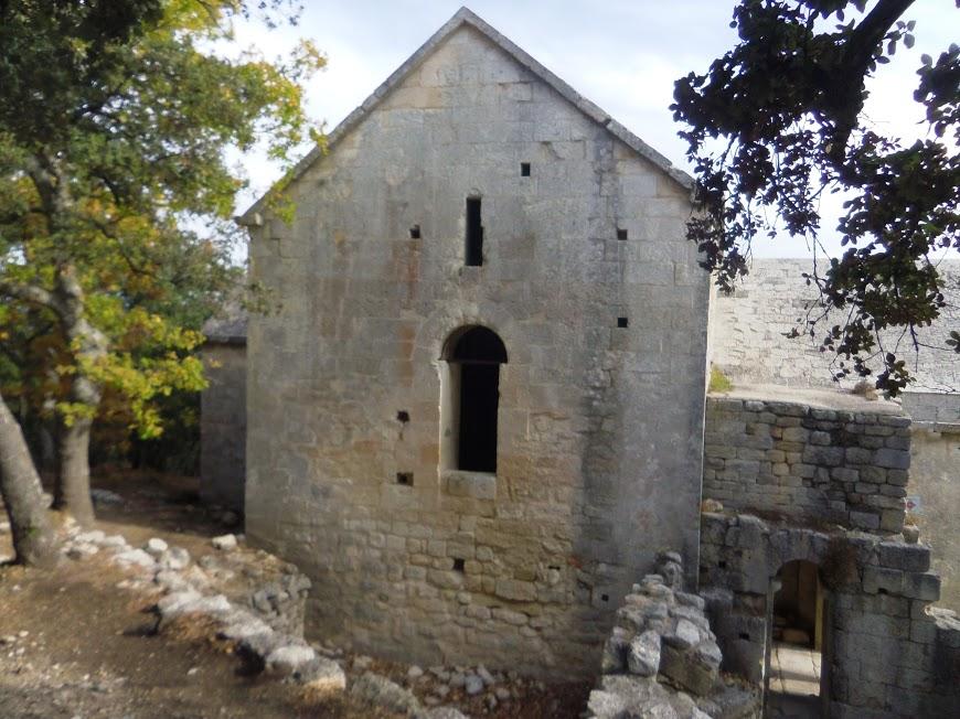 La chaine des Côtes la Roque d'anthéron - St Anne de Goiron:La chapelle