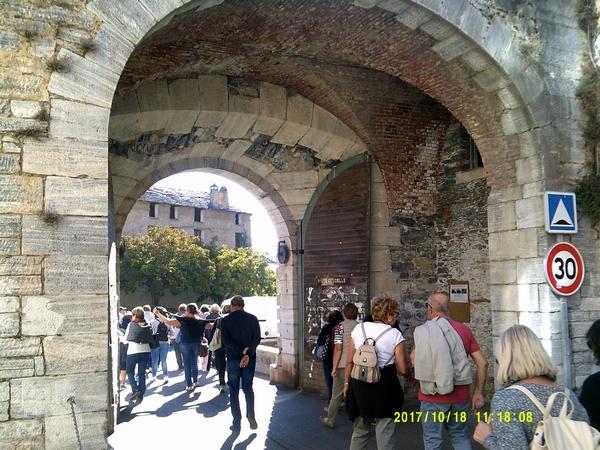 Corte 5 en route pour la visite pédestre de la vieille ville