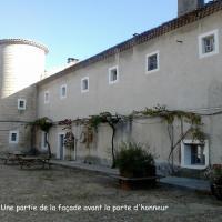 Le mur extérieur entre les deux tours provençales