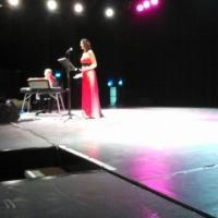 Karine Magnetto accompagnée par J Cobetto au clavier