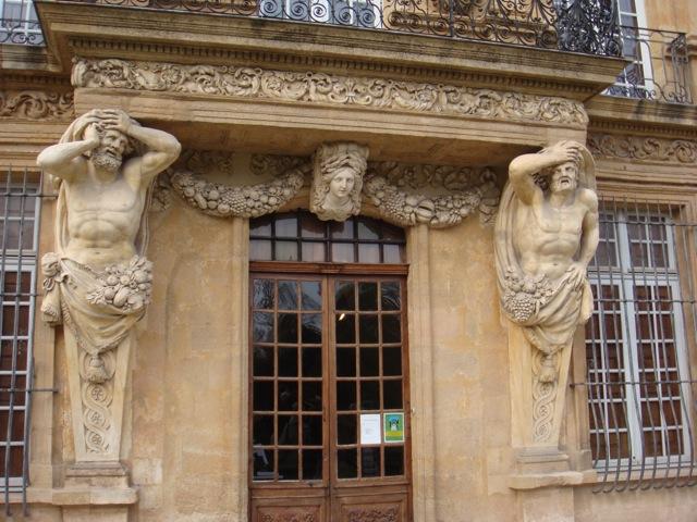 L'entrée du pavillon de Vendome à Aix en Pce