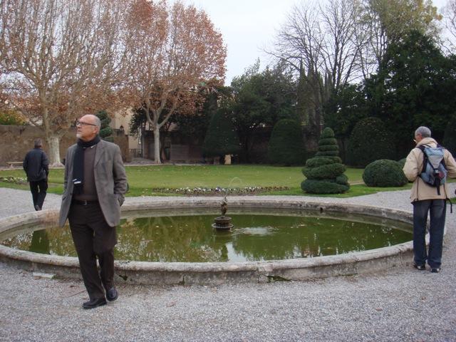 Le pavillon Vendome méditation près du bassin