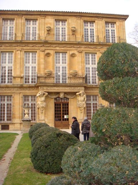 Le pavillon Vendome coté façade et jardin