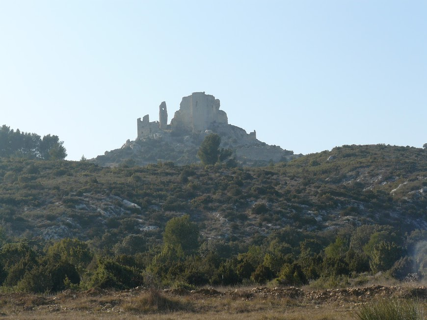 Eyguieres Cales chateau Reine Jeanne  12
