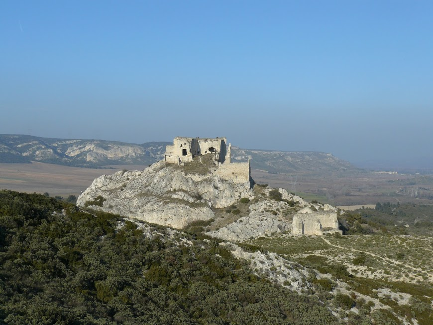 Eyguieres Cales chateau Reine Jeanne  13