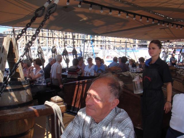 Sur le bateau restaurant